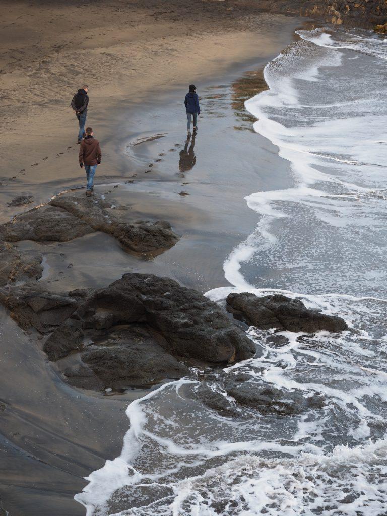 Wandelen aan de kust bij Saint-Quay-Portrieux in Bretagne, Frankrijk