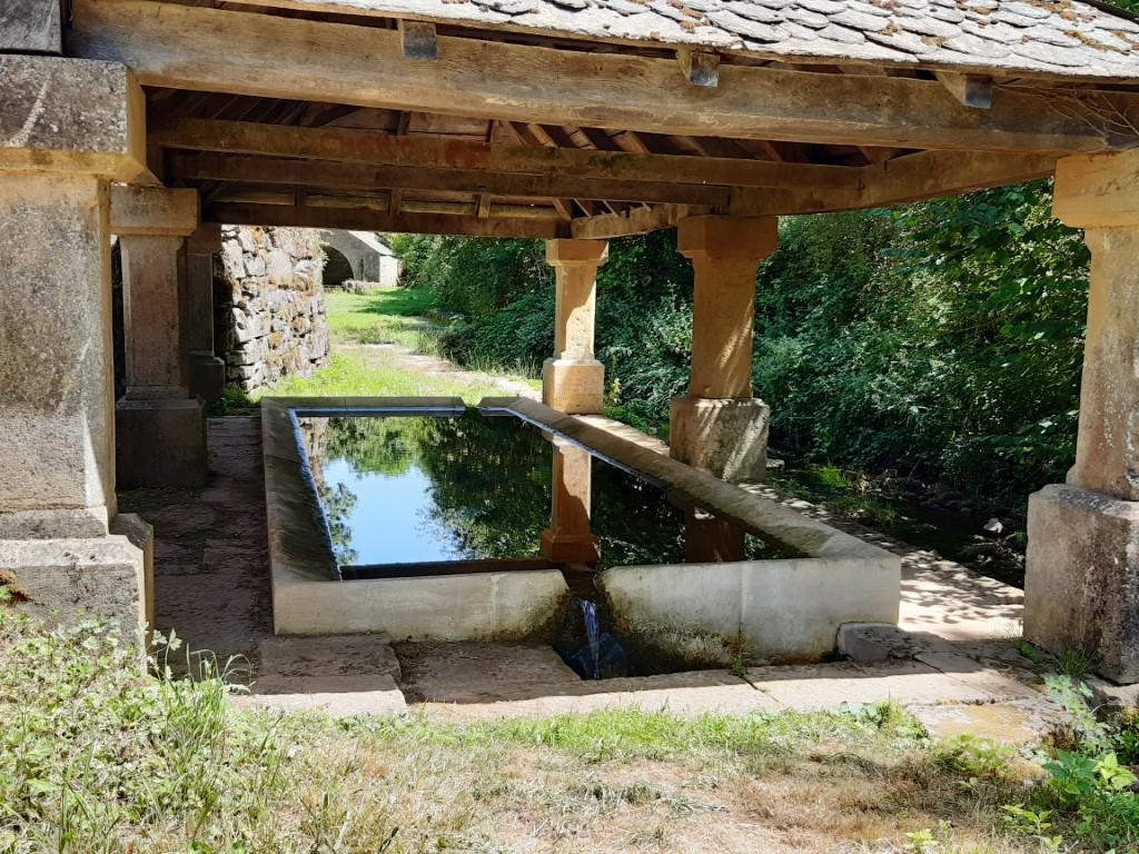 Bozouls Aveyron overdekte wasplaats en waterbron