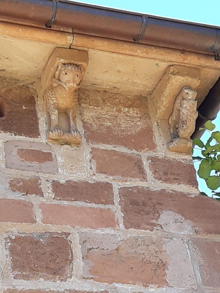 Espalion Aveyron Église de Perse daksteunen vert