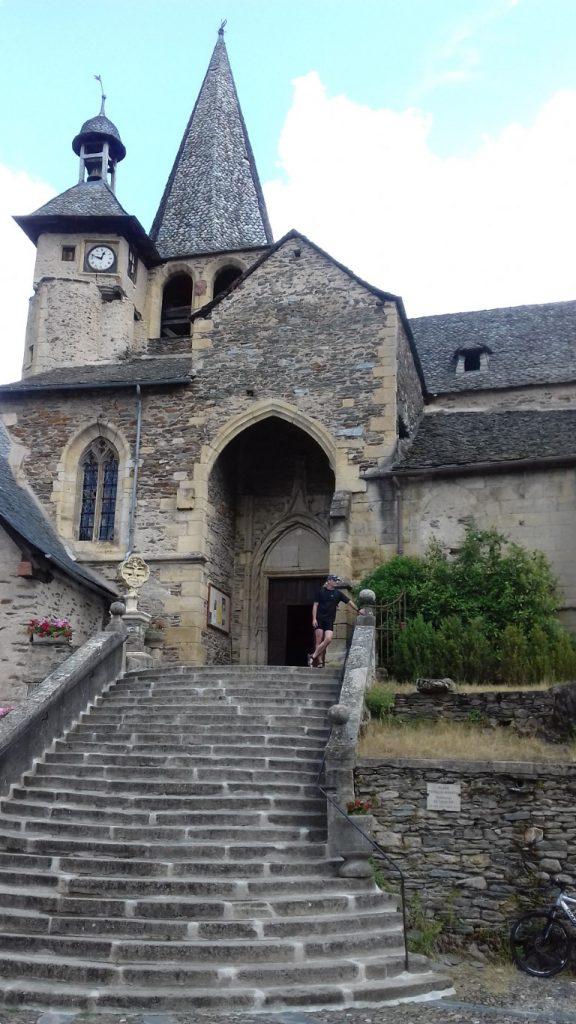Estaing Aveyron Église Saint-Fleuret vert