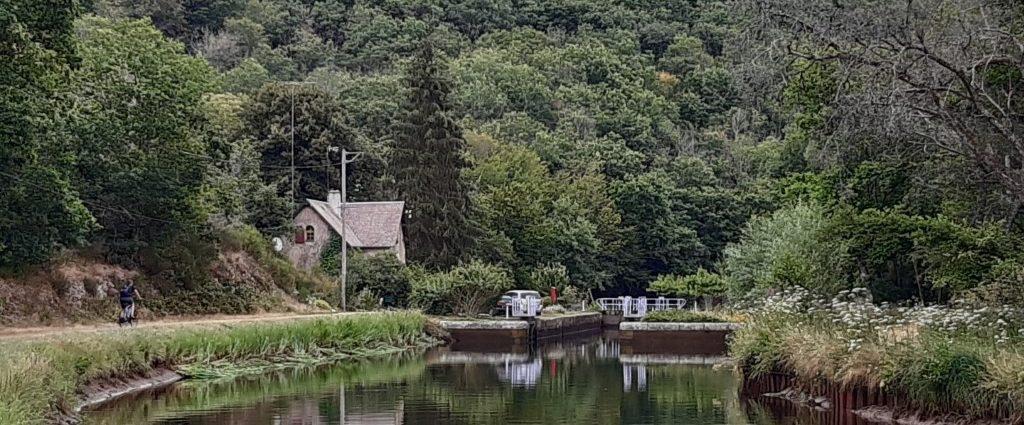 Canal du Nivernais Echelle des 16 écluses in dal