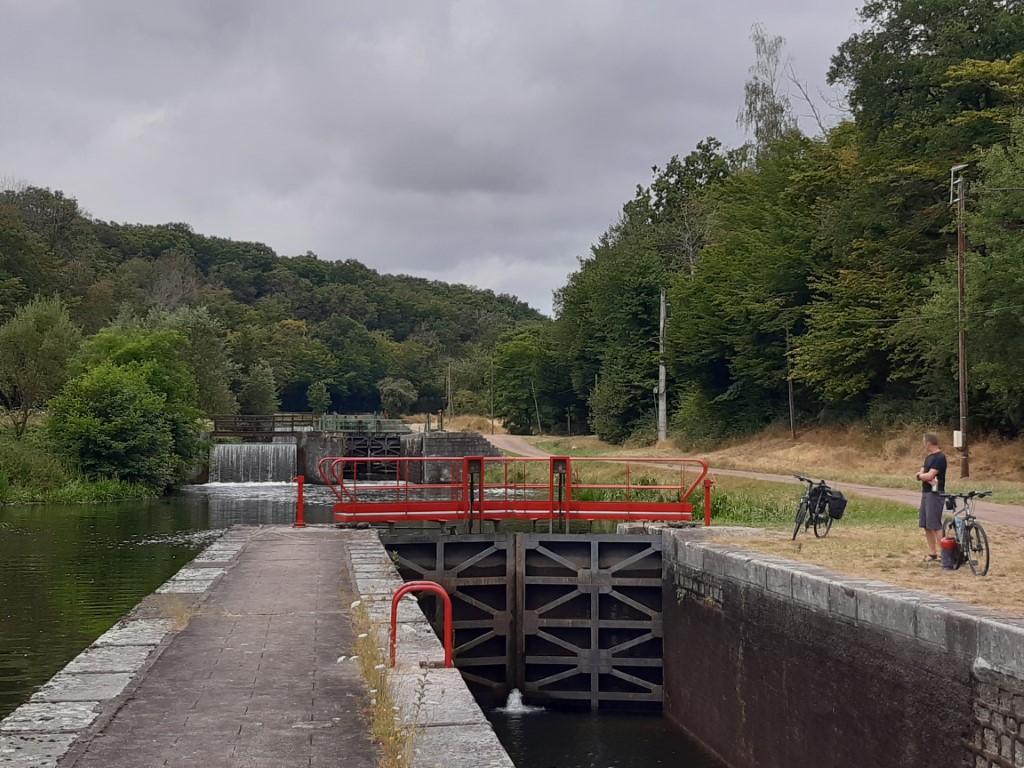 Canal du Nivernais Echelle des 16 écluses