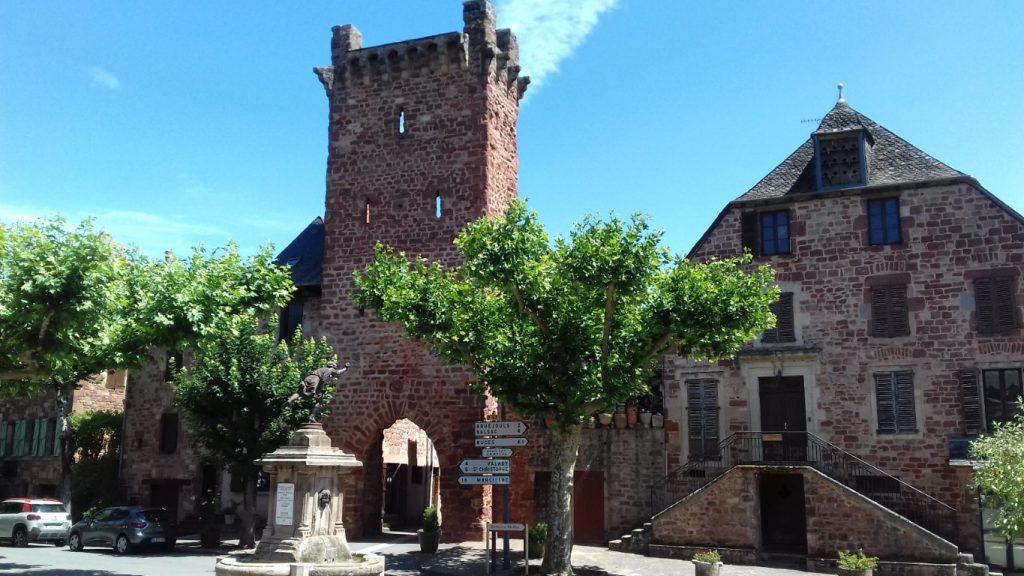 Clairvaux-d'Aveyron Porte Fortiée