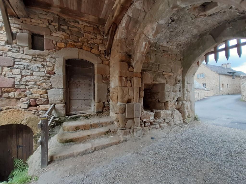 Flaujac Aveyron fort poort met valhek westzijde