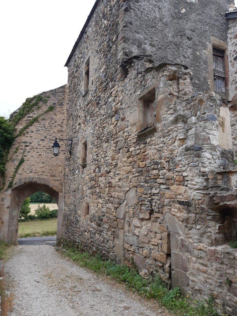 Flaujac Aveyron fort poort oostzijde