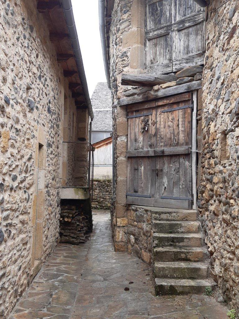 Flaujac Aveyron steegje net buiten fort