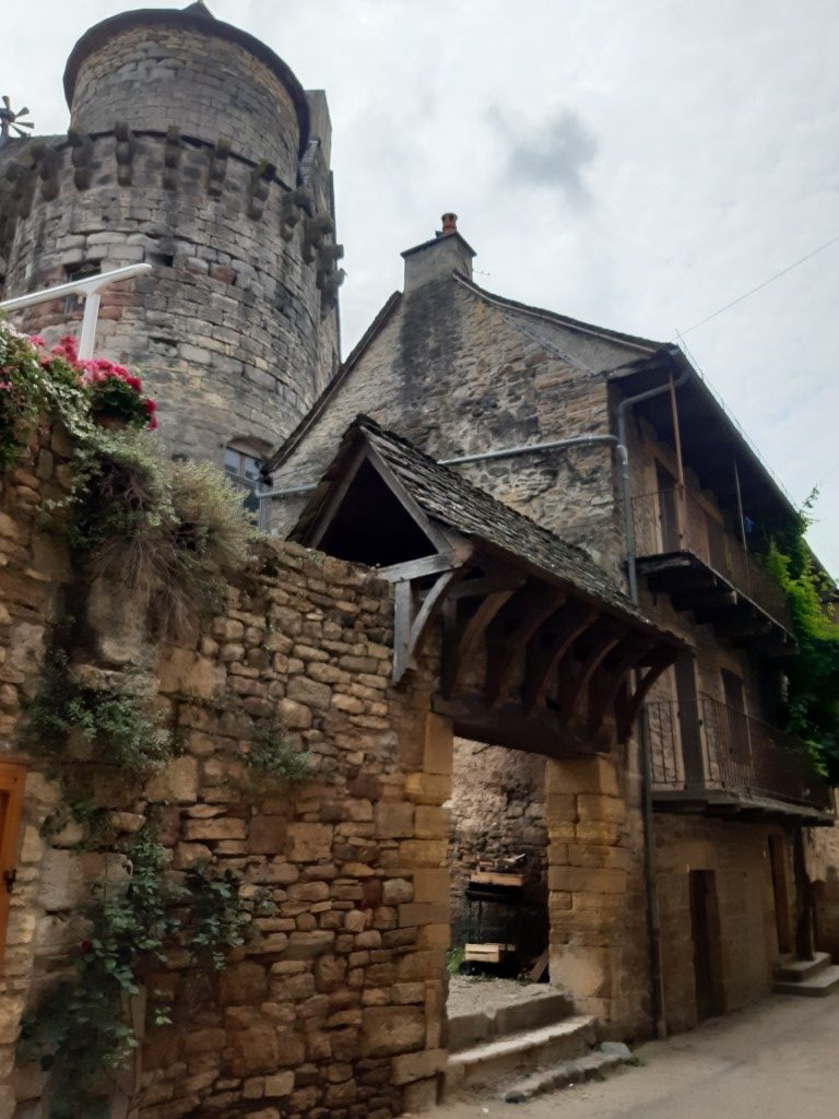 Saint-Côme-d'Olt Aveyron Rue du Four entree