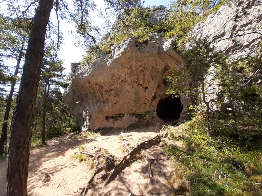 Arcs de Saint-Pierre Grotte de l'Homme Mort