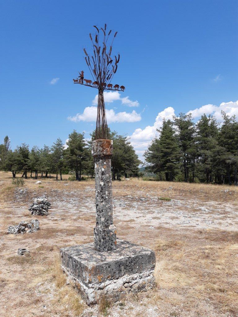 Saint-Pierre-des-Tripiers kruis